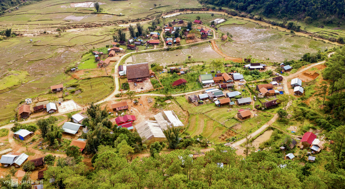 Kon Pring community-tourism cultural village in Dak Long Commune, is one of the four community-based cultural and tourism villages of Kon Plong District. The village is located along Highway 24 and is home to Ka Dong ethnic minority people. Community-based tourism, with locals directly partaking in tourism product and service offerings, is slowly taking shape in Vietnam.