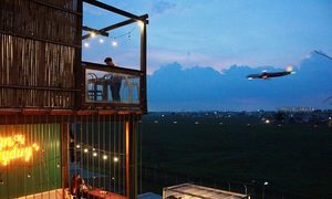 Plane spotters descend on these two Saigon cafes
