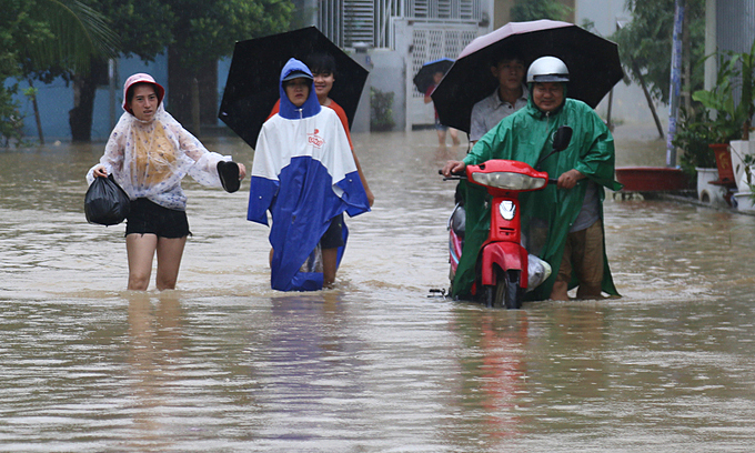 Thousands evacuated as heavy rains flood Nha Trang – VnExpress International