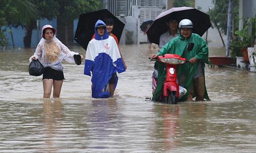 Thousands evacuated as heavy rains flood Nha Trang