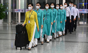 Vietnam Airlines employee faces dismissal for violating quarantine rules, spreading Covid-19