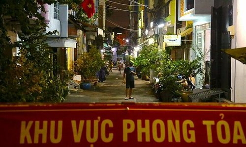 Social restrictions to be localized at Covid-19 hotspots: PM Phuc