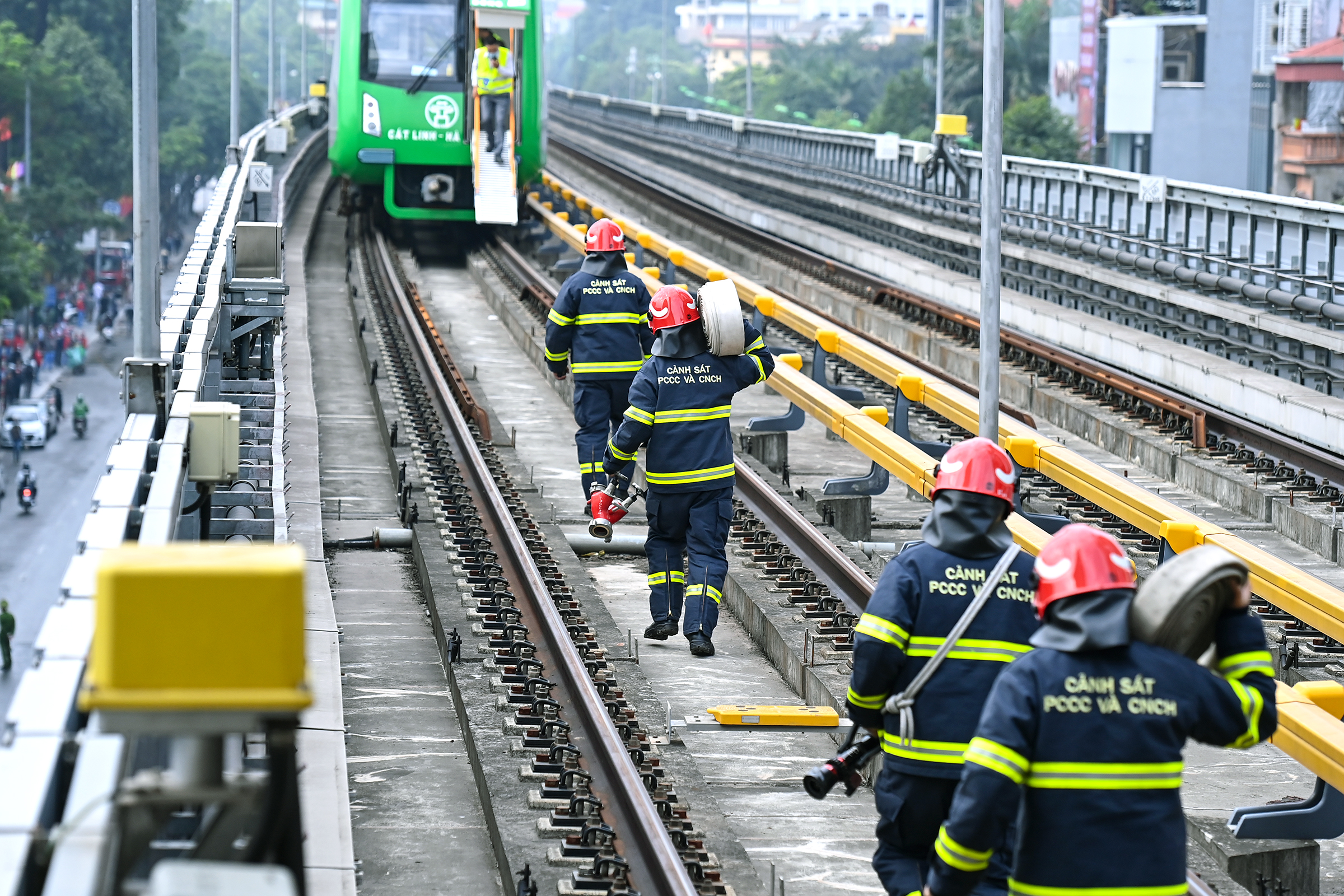 Hanoi metro conducts emergency drills prior to becoming operational