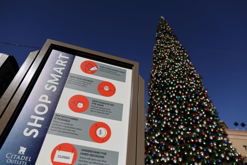 A coronavirus advisory at the Citadel Outlet mall in Commerce, California state, on December 3, 2020. Photo by Reuters/Lucy Nicholson.