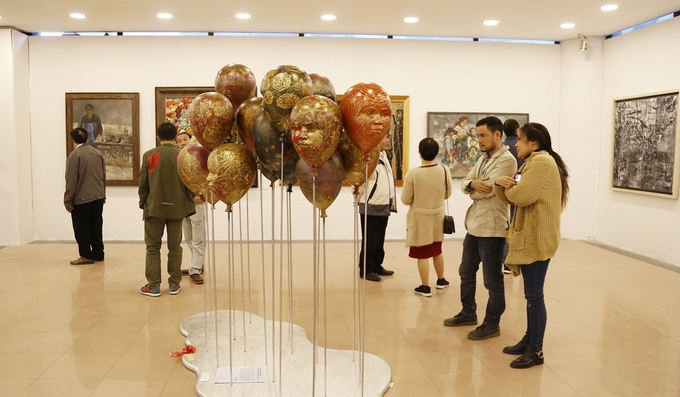 The Vietnam Fine Art Exhibition in Hanoi introduces 497 works from  483 domestic artists. Photo by VnExpress/Khieu Minh.