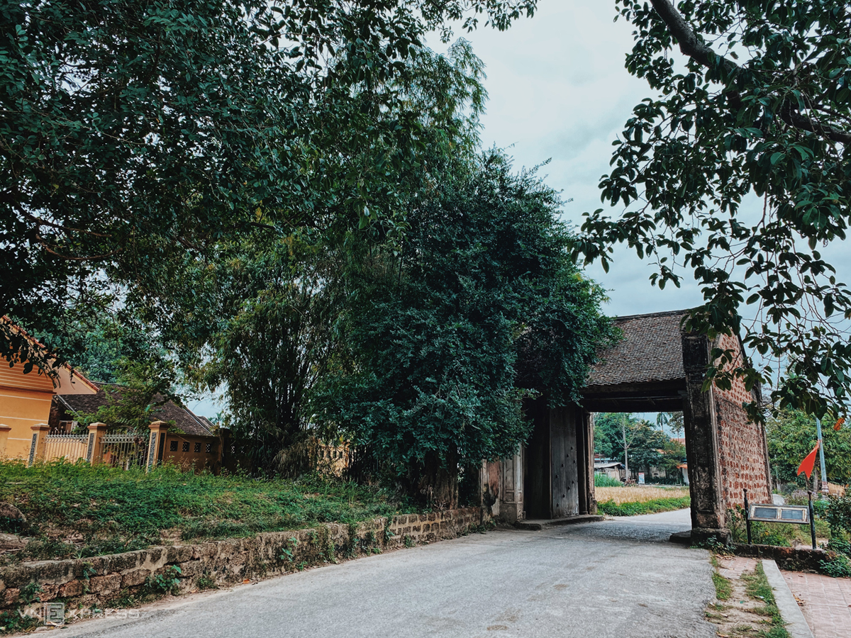 Mong Phu Village entrance.