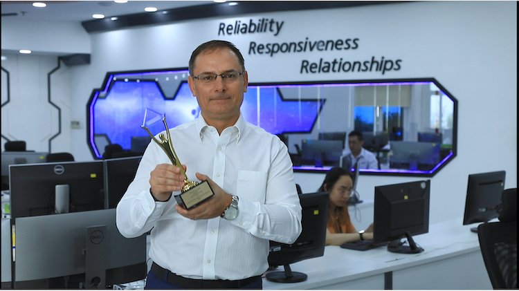 Anatolijus Fouracre, CEO of SPS Vietnam, receives the Gold trophy at the 17thh IBA award ceremony on December 1, 2020. Photo by: SPS Vietnam.