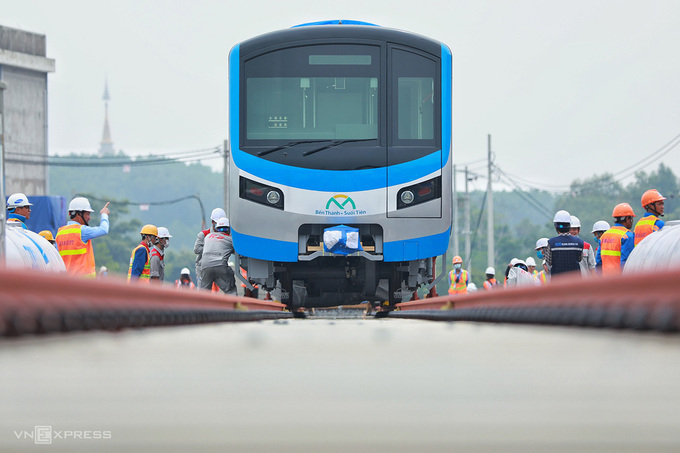 A train car shipped from Japan is placed on HCMC's first metro track at Long Binh Depot in HCMCs District 9, October 2020. Photo by VnExpress/Huu Khoa.