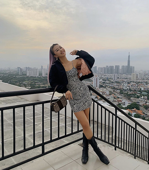 Bomber jackets are rarely seen in 2020 but remains a favorite of Quynh Anh Shin and many fashionistas.