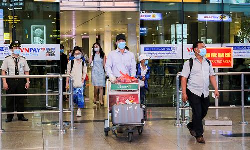 Maskless flight passengers face $130 fine: aviation authority
