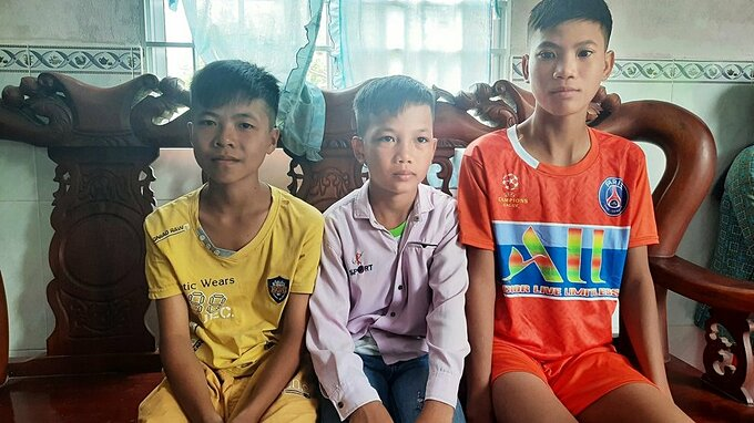 Three brothers return home in Ca Mua Province in December after five-day cycling tour to HCMC to meet their parents. Photo courtesy of Ca Mau Police.