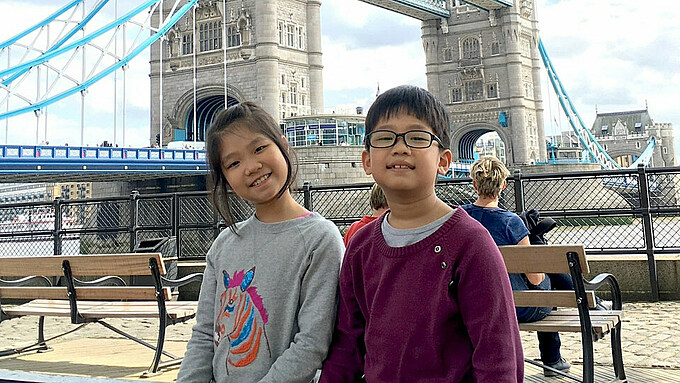 Truong Thi Linh Nha (L) and Truong Cao Khoi. Photo courtesy of British Embassy in Hanoi.