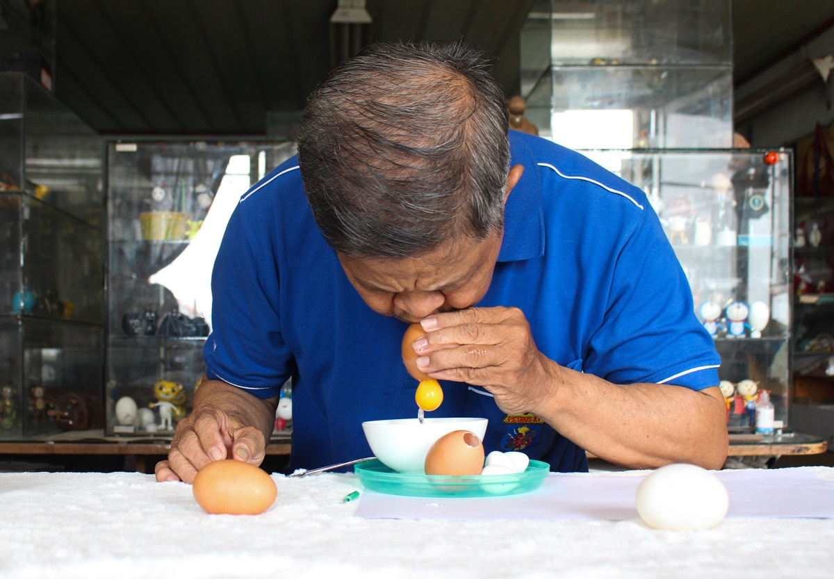 Tam usually utilizes chicken, duck and quail eggs for his works. He blows them first then let them dry in the sun so that they could last longer.
