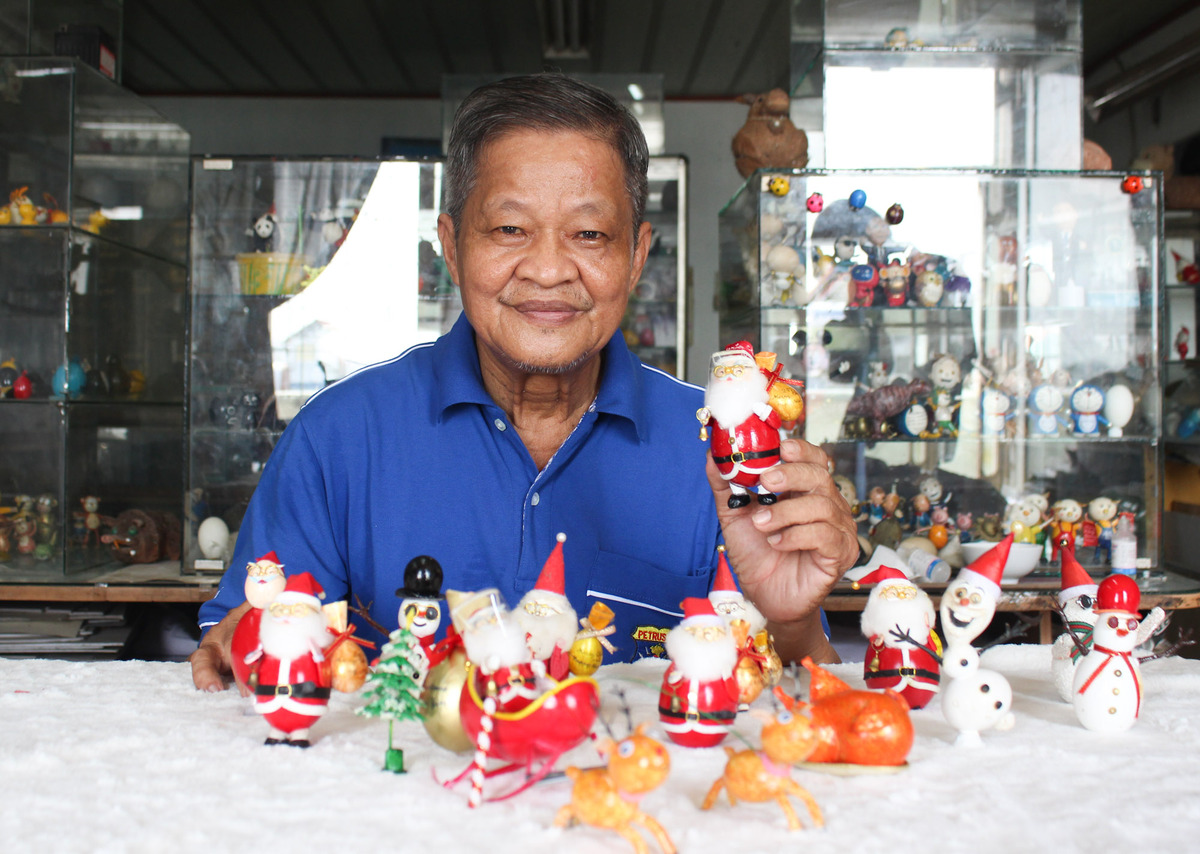 When Christmas is over, Tam will continue to work on water buffalo figures for Year of the Ox. He does not sell his works but just considers this a favorite pastime of his.I would like to spread the spirit to many people. Parents with children, children with their peers could do such activities together to train mindfulness and patience instead of watching tvs or phones, he said.