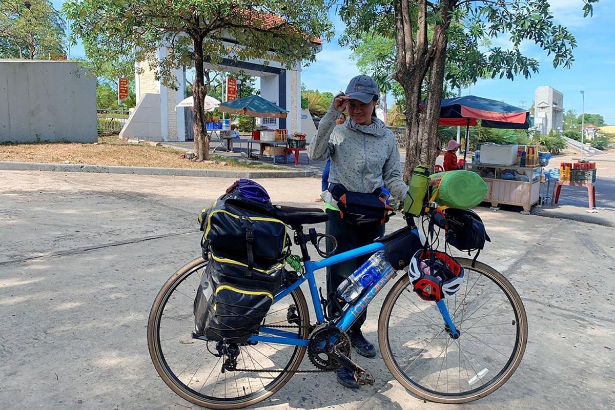 Lan Nguyen Hue Trang's travel across Vietnam on her bicycle. Photo: Trang Aislinne.