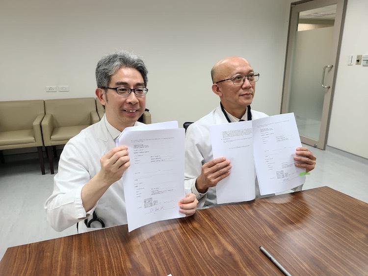 Dr. Pang See-Tong and Dr. Hsu Hsiang-Hao, representatives of Chang Gung Memorial Hospital, at the online MOU signing ceremony.
