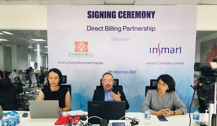 Bui Thi Phuong Huyen (L), TPA Director of Insmart, Cheam Teck Eng (C), CEO of Insmart, and Vu Thi Kim Chi, COO of Insmart.