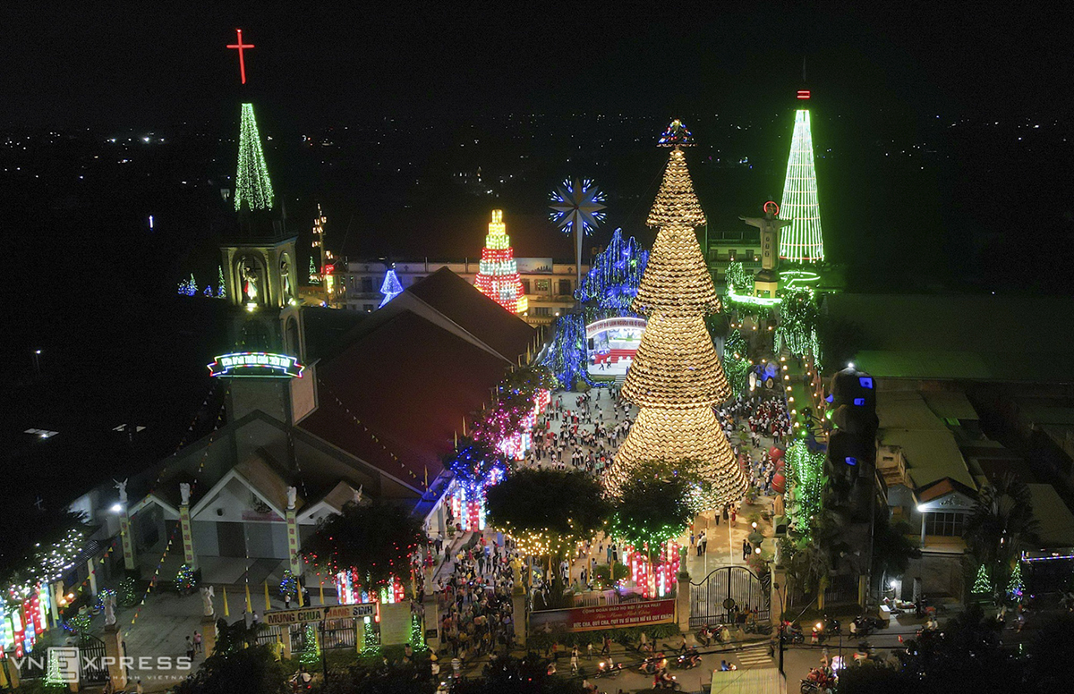 An overview of the church that is highlighted by the unique Chritmas tree.