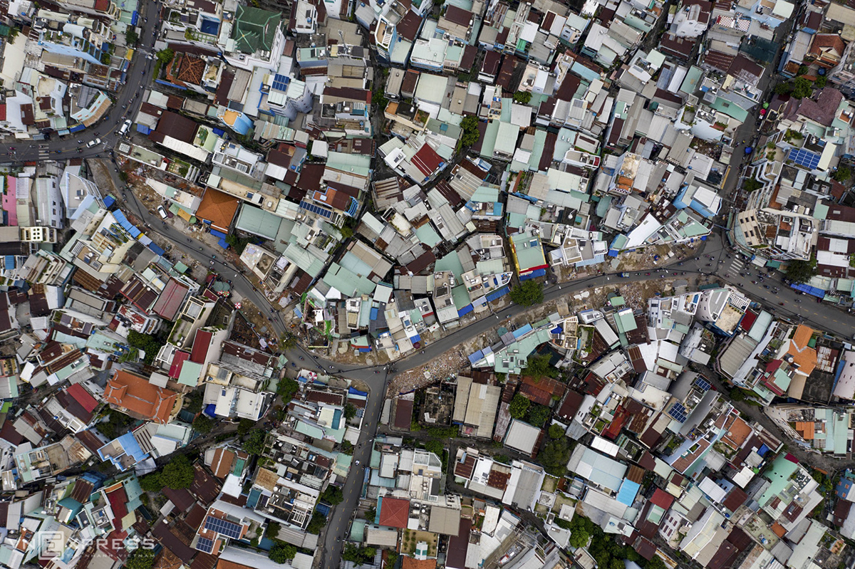 The project to expand Bui Dinh Tuy Street as seen from above.