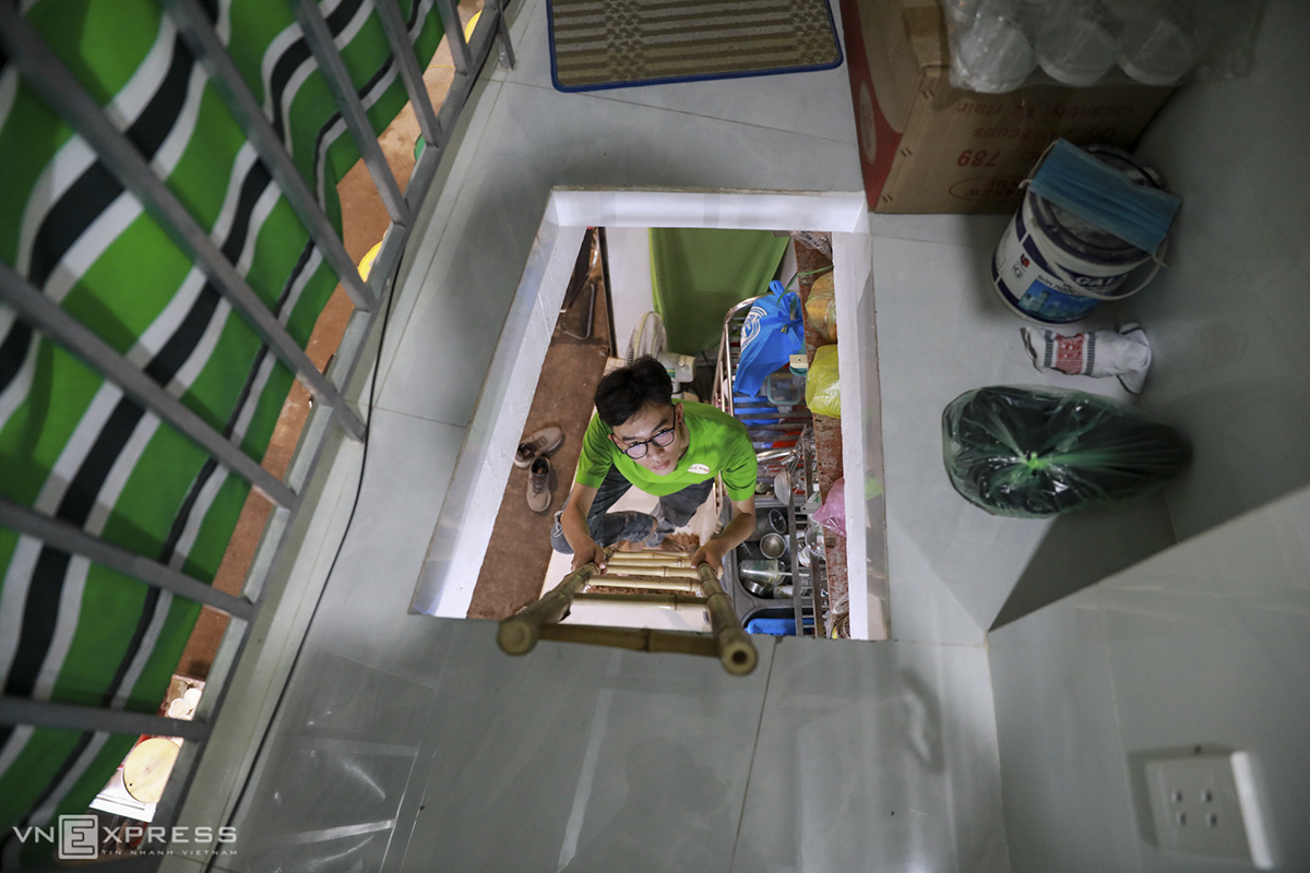 Nearby, Binh is living in a house of less than four square meters that he has just rented. He pays VND4 million ($172) per month to rent the space for living and doing his business. It's small and has just enough space for one person to sleep but it is street front and is good for my business.