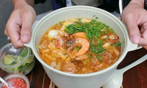 Three banh canh noodle joints outpace Saigonese peers