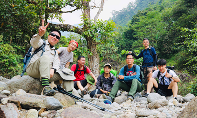 A group of tourists and porters who are also guides.