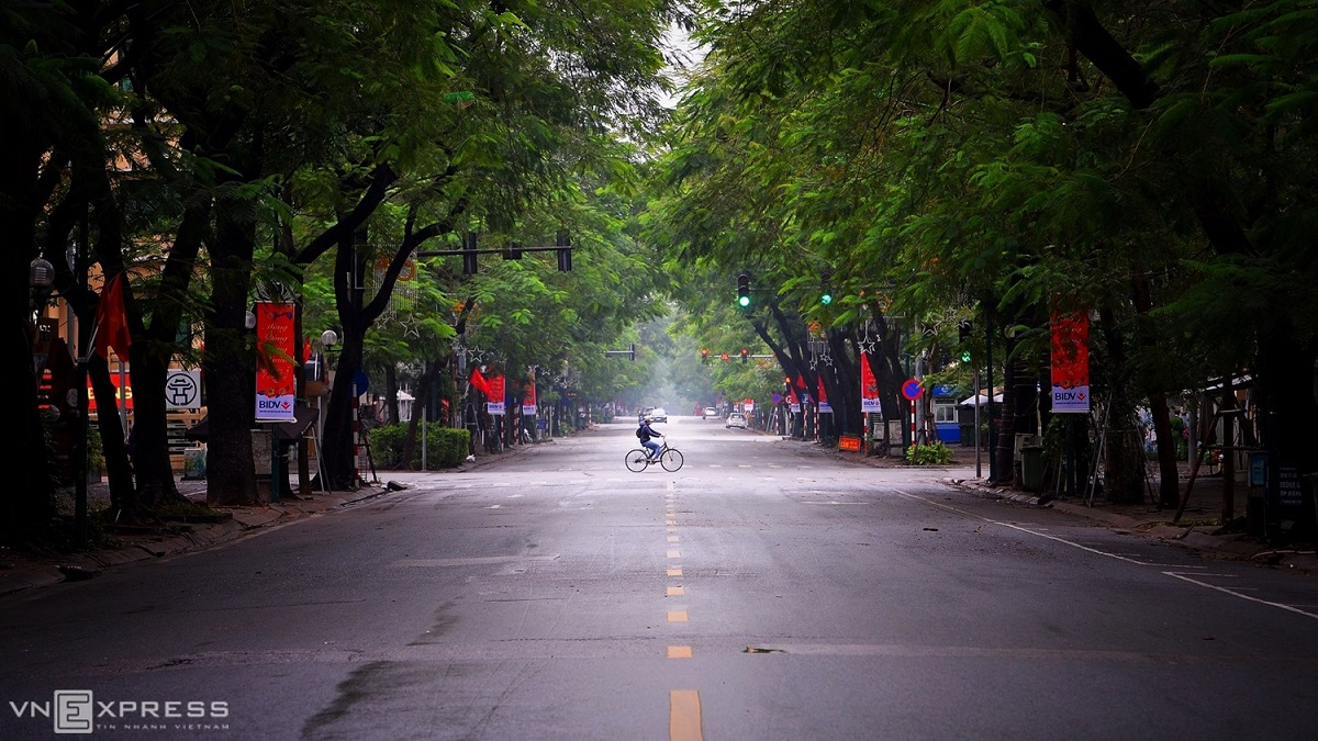A lone biker passes through a largely desolate Ly Thuong Kiet Street in Hanoi just before a nationwide social distancing order was imposed in April. Photo by VnExpress/Giang Trinh.