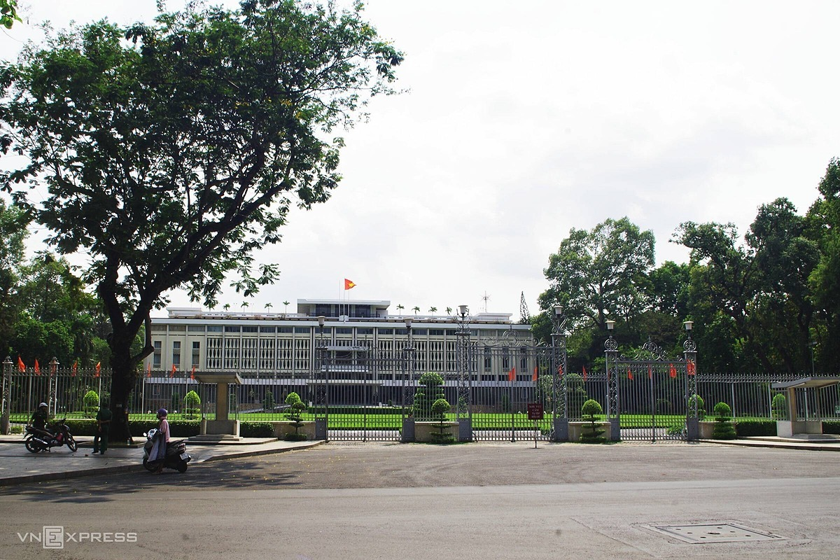 The Independence Palace in downtown Saigon is left deserted in April 2020. Photo by VnExpress/Tam Linh.