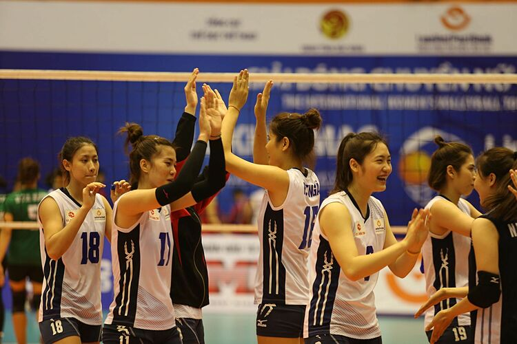 LienVietPostBank players celebrate during the final of womens Volleyball Vietnam League on December 20, 2020. Photo courtesy of Volleyball Federation of Vietnam.