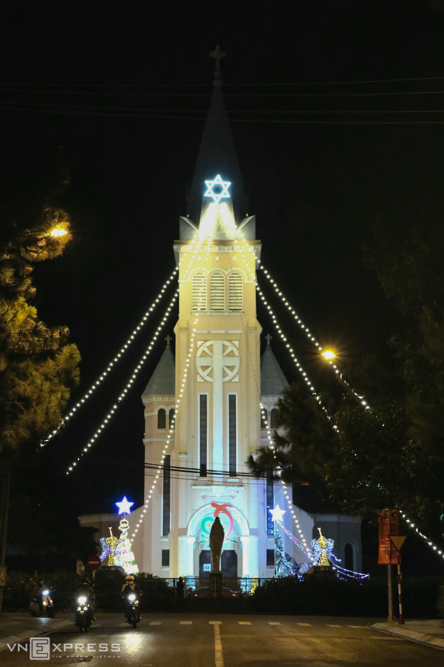 Churches across Vietnam get decked out for Xmas