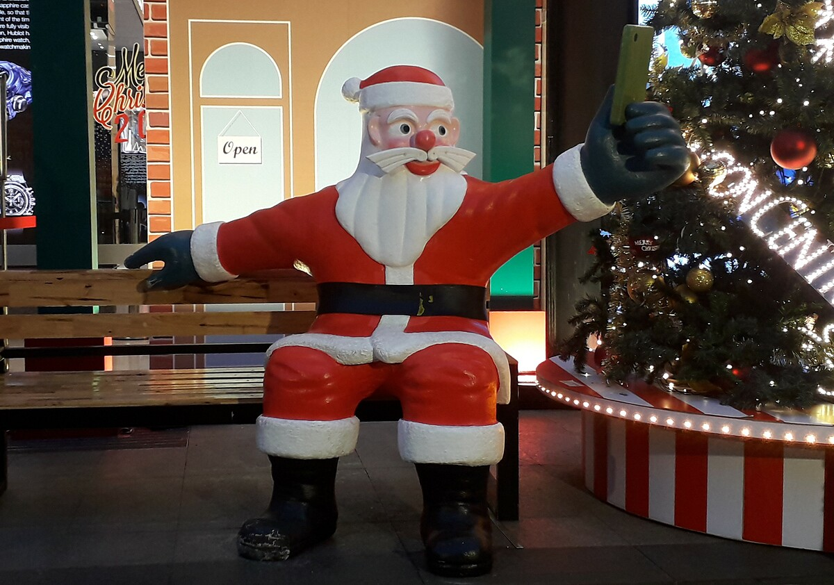 A decoration of Santa Claus taking a selfie at a shopping mall in HCMC. Photo by Samantha Coomber.