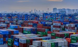 Vietnam posts trade deficit halfway into December