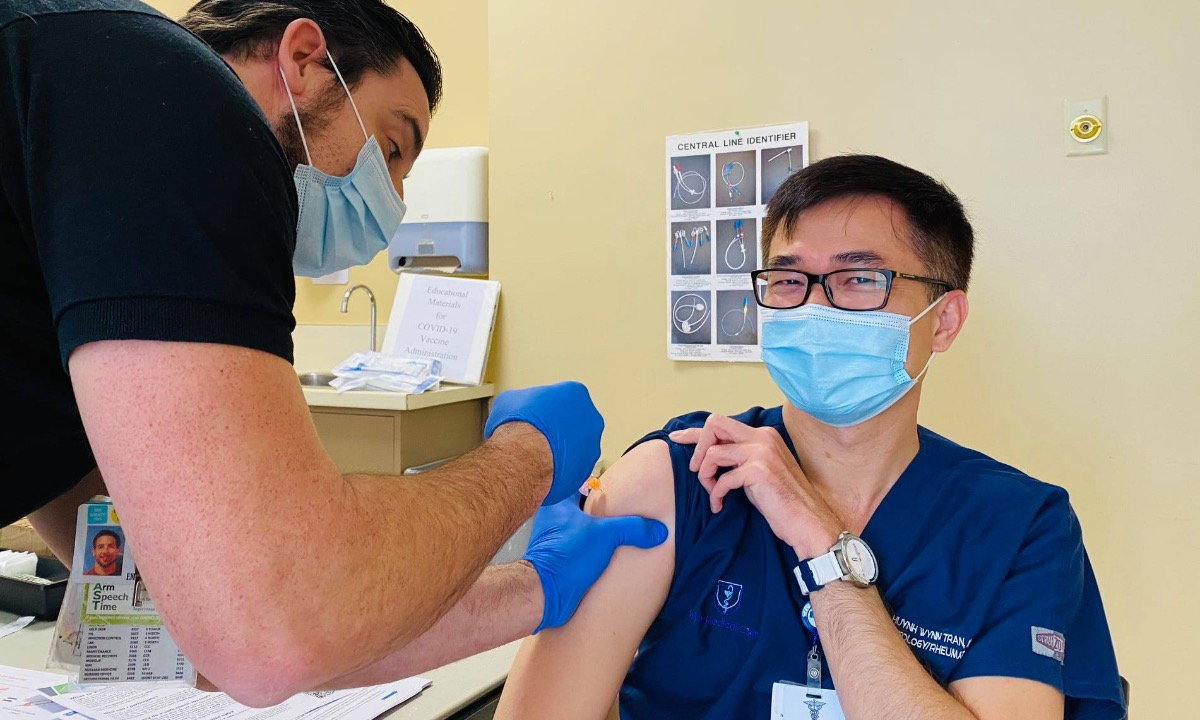 Doctor Wynn Huynh Tran gets vaccinated on December 18, 2020. Photo courtesy of Wynn Huynh Tran.