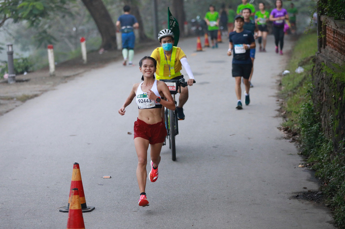 Pham Thi Hong Le led the race and won the womens 42 km race. VnExpress Marathon Hue 2020 is organized by VnExpress and Thua Thien Hue Province Peoples Committee. It is part of a series of marathons that VnExpress has organized in recent years, including those in Hanoi and central beach town Quy Nhon, with the desire to open up a healthy playground for sports lovers, especially in the marathon category.