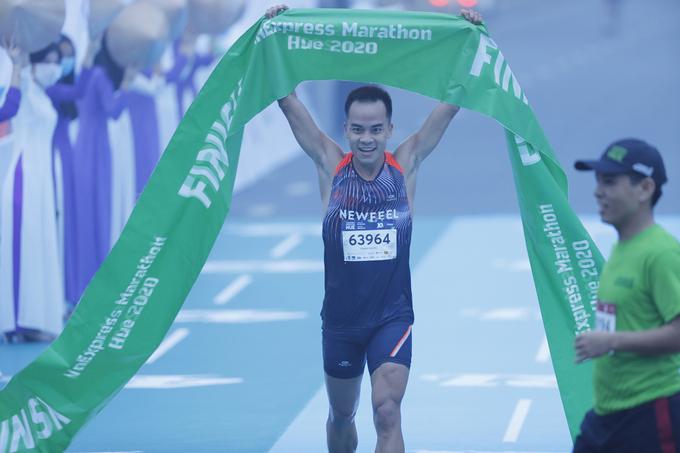 Nguyen Thanh Ngung won the mens 10 km race.