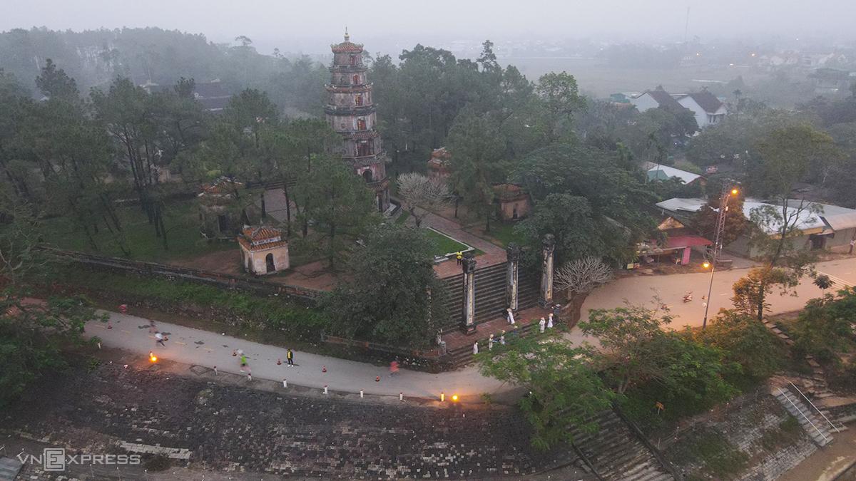 Both the full and half marathon races go past Thien Mu Pagoda.