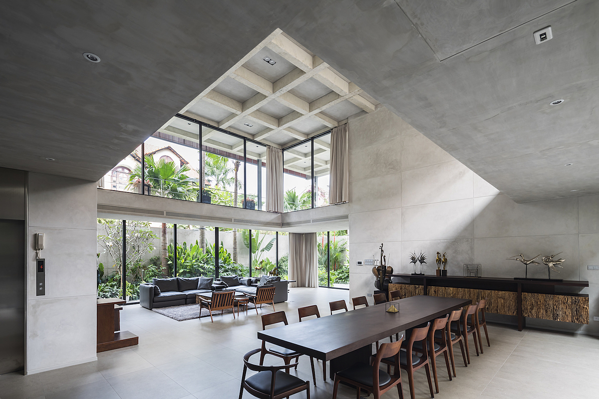 Saigon family's 'blockhouse'  Looming like fortress, the HCMC house, situated on a 877-square-meter plot of land, is a concrete block. Three concrete legs prop up concrete waffle slabs. The large and spacy house has unobstructed views and pillars to separate living spaces.