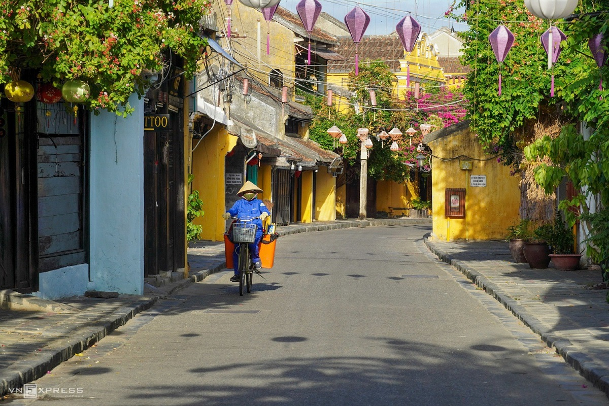 A street in Hoi AN is left deserted, July 2020. Photo by Do Anh Vu.