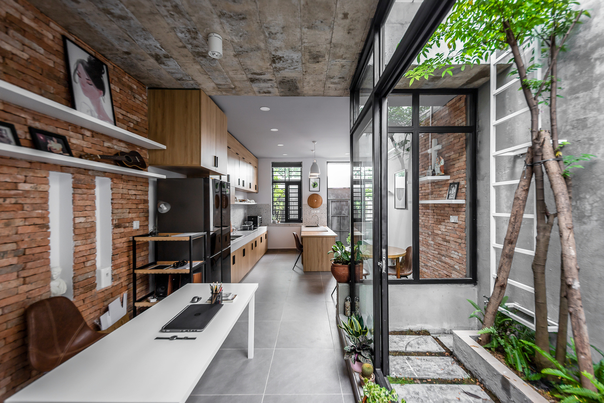 'Insiders only' marital home A young married couple considered this 94-square-meter house an intimate space and so placed the kitchen near the entrance. Instead of a living room, guests have to walk past the cooking area.