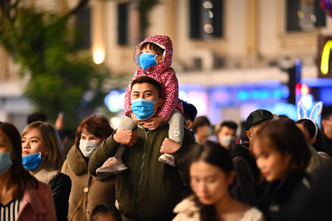 In the chill weather, high-altitude fireworks would be set off for 15 minutes starting 12 a.m. on Jan. 1, 2021 at the Hoan Kiem Lake in Hoan Kiem District, Thong Nhat Park in Dong Da District, and My Dinh Stadium in Nam Tu Liem District.