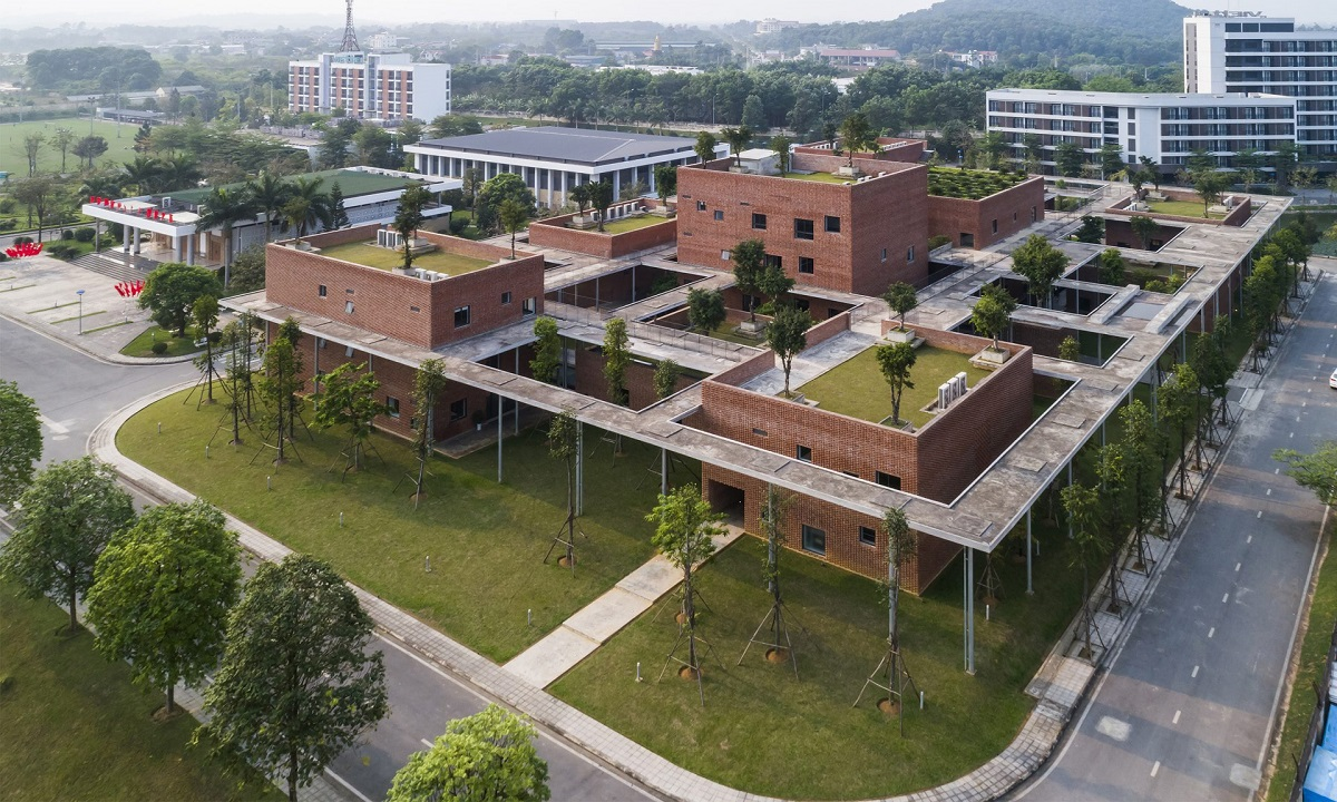 Winning the architecture award in public buildings & institutional category is Viettel Academy Educational Center.The 12-block complex is located in Hoa Lac Hi-Tech Park.Photo by Hiroyuki Oki.