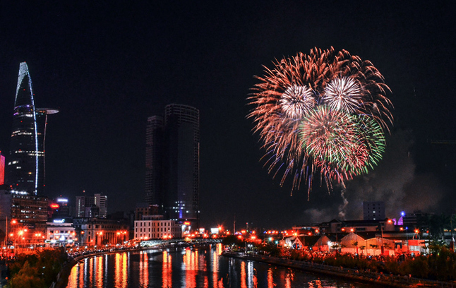 In HCMC, watch New Year fireworks from up close
