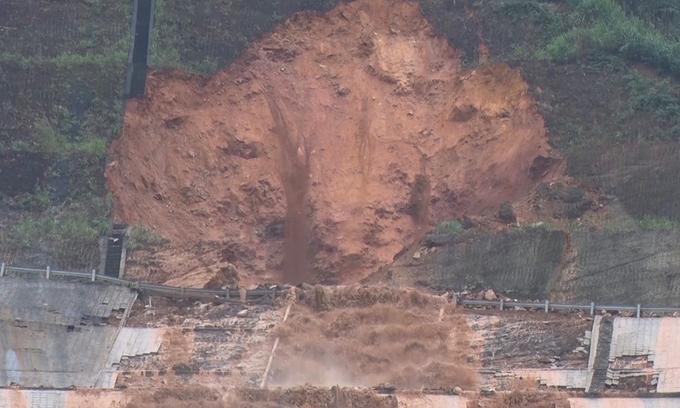 Water pipe breaks, floods central Vietnam hydropower plant