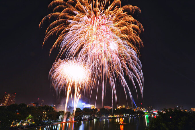 Fireworks seen over the Hoan Kiem Lake in Hanoi. Photo by VnExpress/Ngoc Thanh.