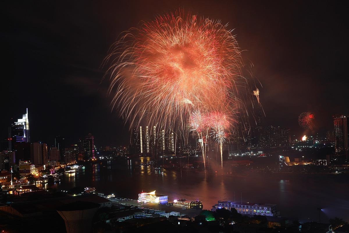 Fireworks explode in the Saigon sky as the clock ticks midnight. Photo by VnExpress/Huu Khoa.