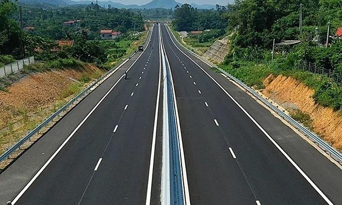 An expressway runs through the northern province of Lang Son. Photo by VnExpress/Ba Do.