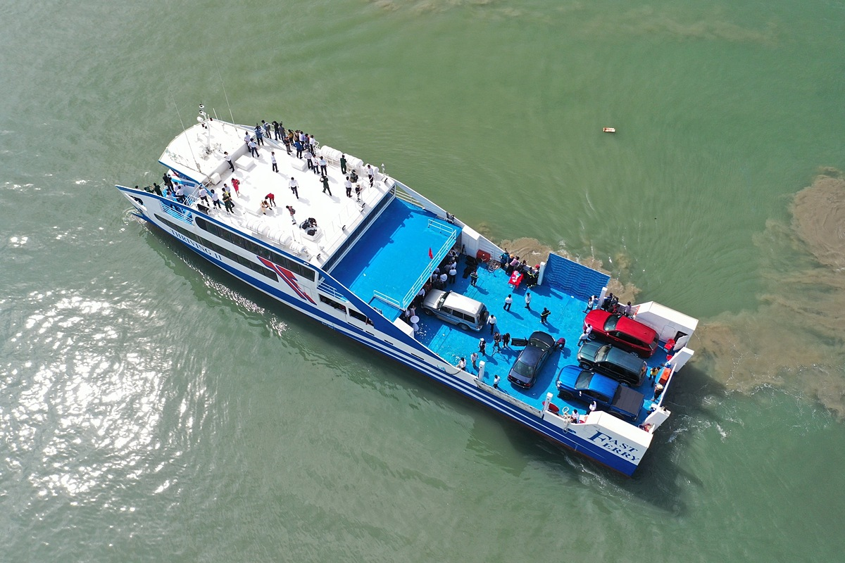 The vessel transports up to 350 people, 20 cars, 100 motorbikes and goods. Photo by VnExpress/Quynh Tran.