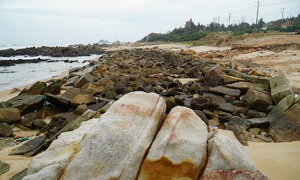 Natural reef 'completely destroyed' by tourism project