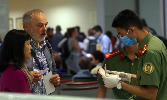 Vietnam not considering int'l flight resumption