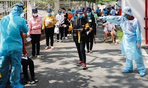 Experts allay fears of threat to Vietnam from UK coronavirus mutant